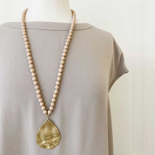 lack&Gold Long Beaded Wood Necklace with Hammered Metal Drop Pendant